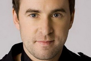 Speakers related to Samantha Jade: Damien Leith